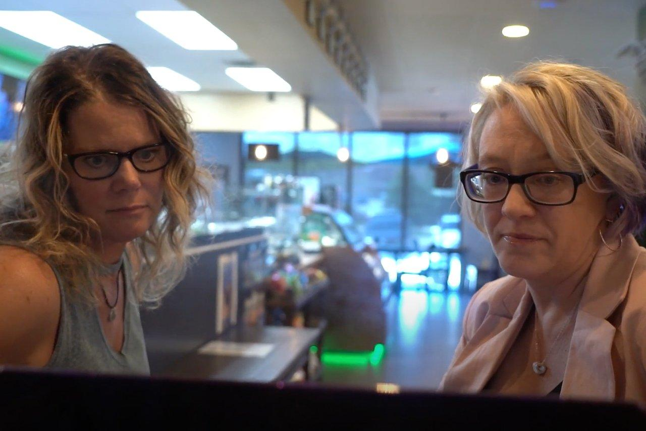 kim bultsma teaching cindi jeffrey about using her new website